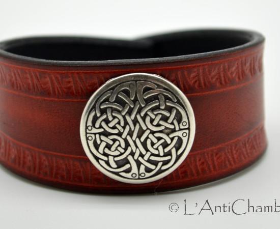 Bracelet-cuir-orange-noir-martelage-motif-celtique 1